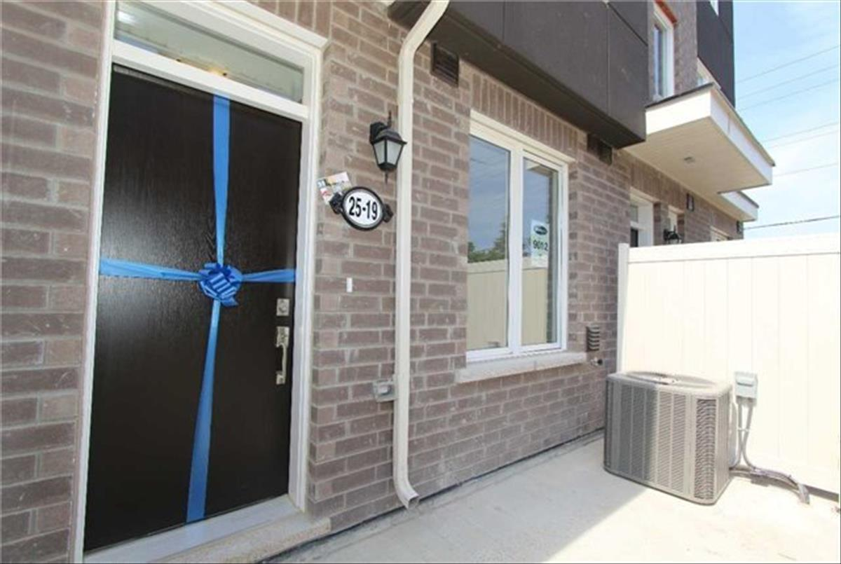 25 Heron Park Pl Toronto Smart Choice Team